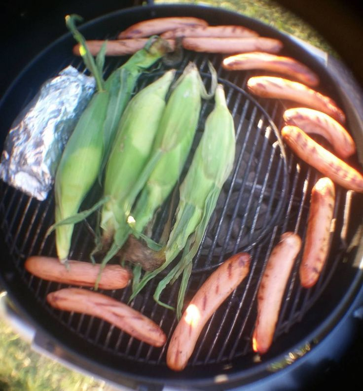 A throwback to the summer for these long winter nights.  Grilling some franks, corn and a foil pack of onions and green peppers. . . .  #food #foodporn #yum #instafood #yummy #munchies #amazing #instagood #photooftheday #sweet #dinner #fresh #tasty #food #delish #delicious #eating #foodpic #foodpics #eat #hungry #foodgasm #hot #foods #grilling #grill #charcoal #weber