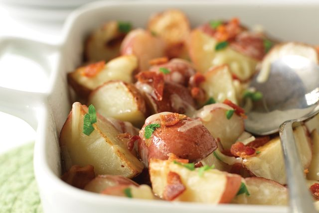 De délicieux ajouts qui rehaussent la saveur de ces pommes de terre rôties.