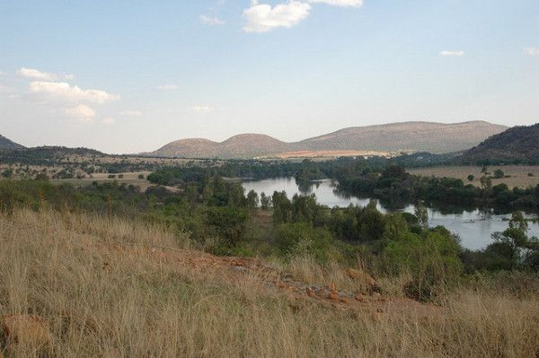 Interesting Facts About South Africa: Vaal river at the Vredefort Meteor Impact Site