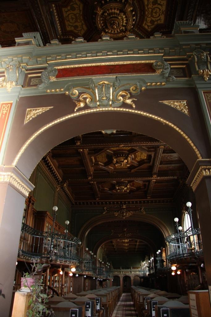 Intrarea în sala de lectură.