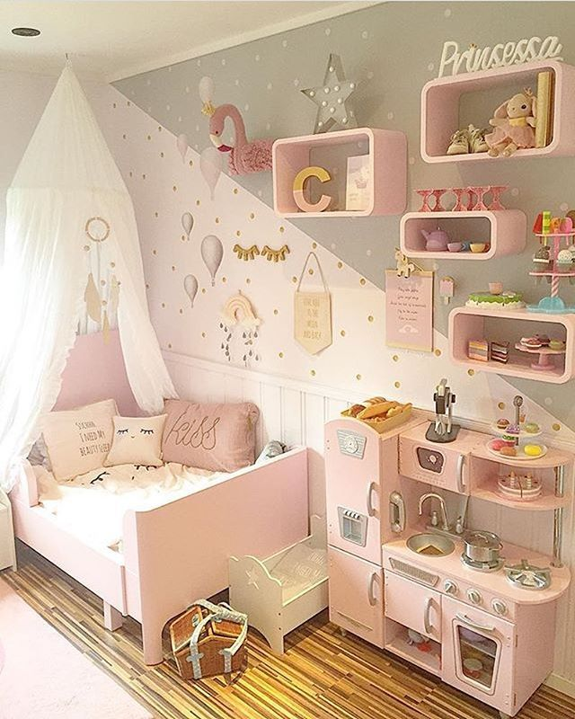 Bare elsker dette nydelige rommet hos flinkeste @sukkerdrom #kidsparadise #barnerom #prinsesserom #jenterom #pikerom #rosa #drømmerom #interior #kidsinterior