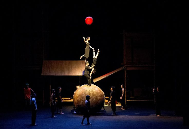 Nouveau Cirque du Vietnam - A O Lang Pho.  © Nguyen The Duong