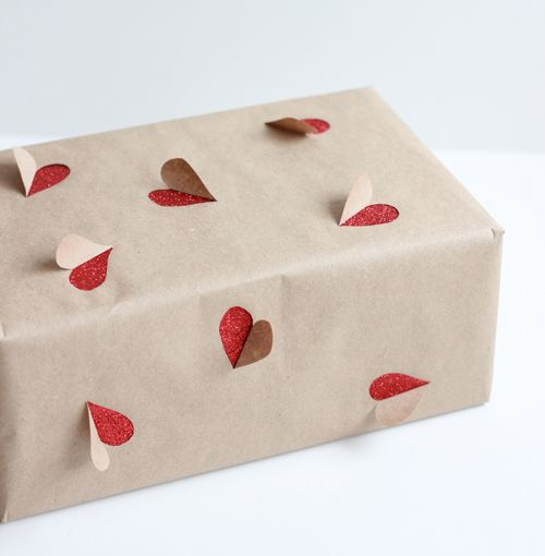 DIY Valentine's Day gift wrapping idea... That's actually kinda cute