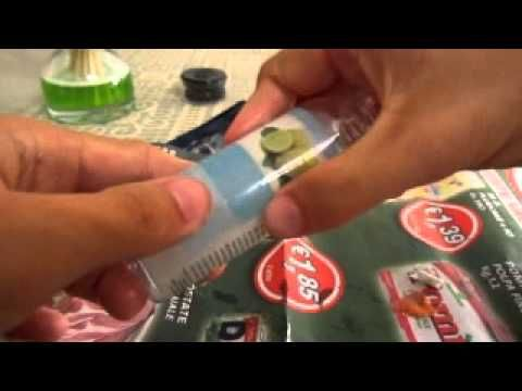 Come eliminare le etichette ostinate dai contenitori - YouTube