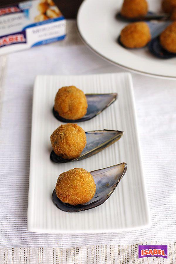 Los Mejillones tigre es un aperitivo muy típico de España, se trata de la concha de mejillón empanada y rellena con una crema con la carne de mejillones