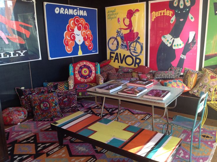 Posters, pizazz and hand painted bench seat. Cushions from all corners, Guatemala, South Africa, India, Morocco... And a retro table reminiscent of the days of old.