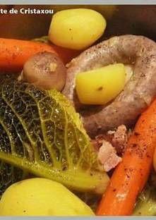 Epluchez, lavez les légumes, faites blanchir le choux vert dans de l'eau bouillante pendant ...