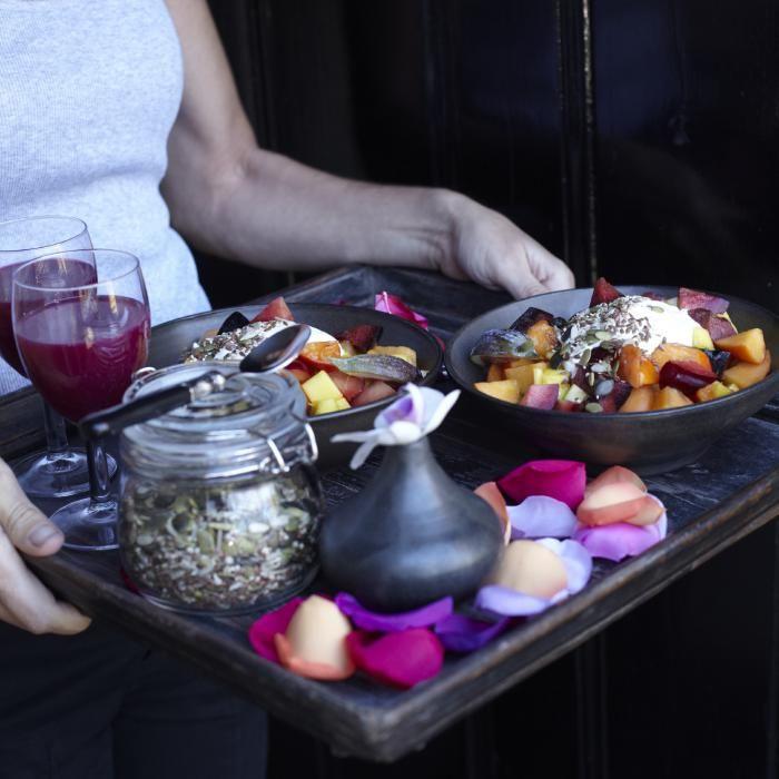Het fruitontbijt is een van de bekendste receptjes van Pascale Naessens. Zelf is ze er helemaal aan verslaafd en eet het iedere ochtend. Vandaag delen onze lezeressen hun versie van het bekende fruitontbijt van Pascale Naessens.