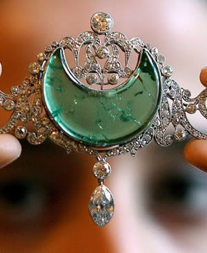 Anita Delgado, Fifth wife of Maharaja Jagat Jit Singh of Kapurthala. Headpiece: crescent-shaped emerald within an old-cut diamond openwork surround suspending a marquise-shaped diamond, later brooch fittings, circa 1910.