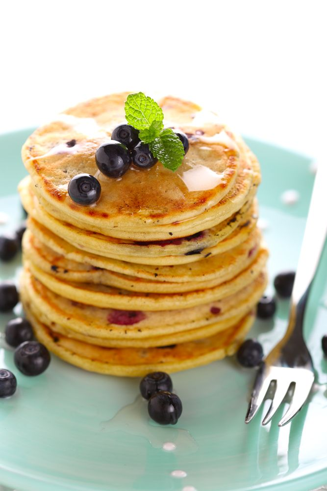 Pancakes met blauwe bessen http://www.njam.tv/recepten/pancakes-met-blauwe-bessen
