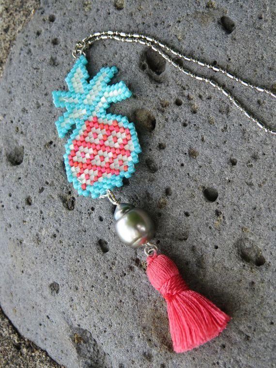 Sautoir PAINAPO en ananas tissé, perle noire de Tahiti et pompon soyeux