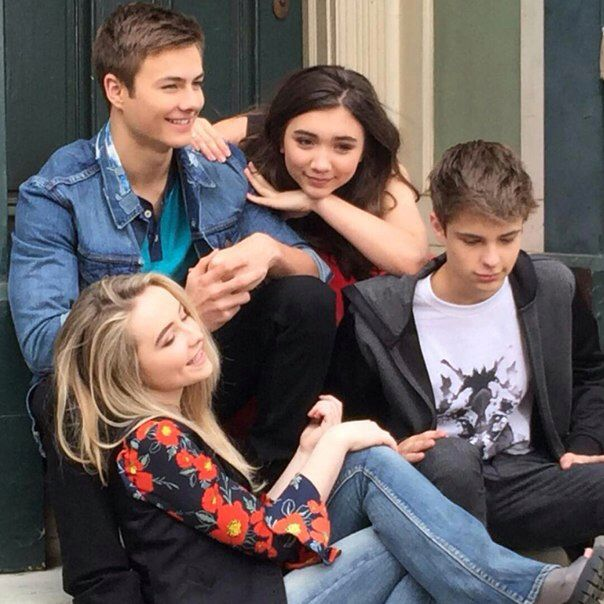 Girl meets world. Squad goals, all they need is Zay.