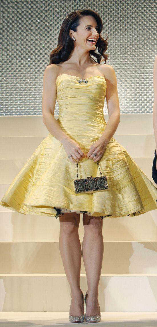 Kristin Davis Legs | Kim Cattrall's Haircut & Fun Fashion At 'Sex And The City 2' Tokyo ...