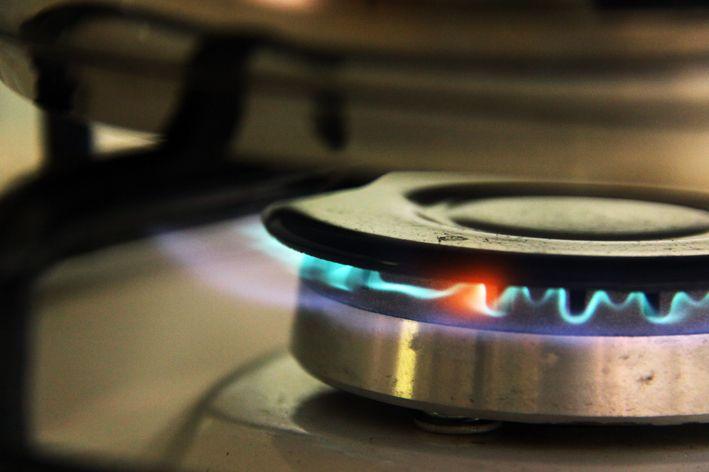 Lukten og lyden av gassovn.