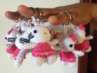 Portachiavi Hello Kitty realizzato con uncinetto per bomboniera comunione