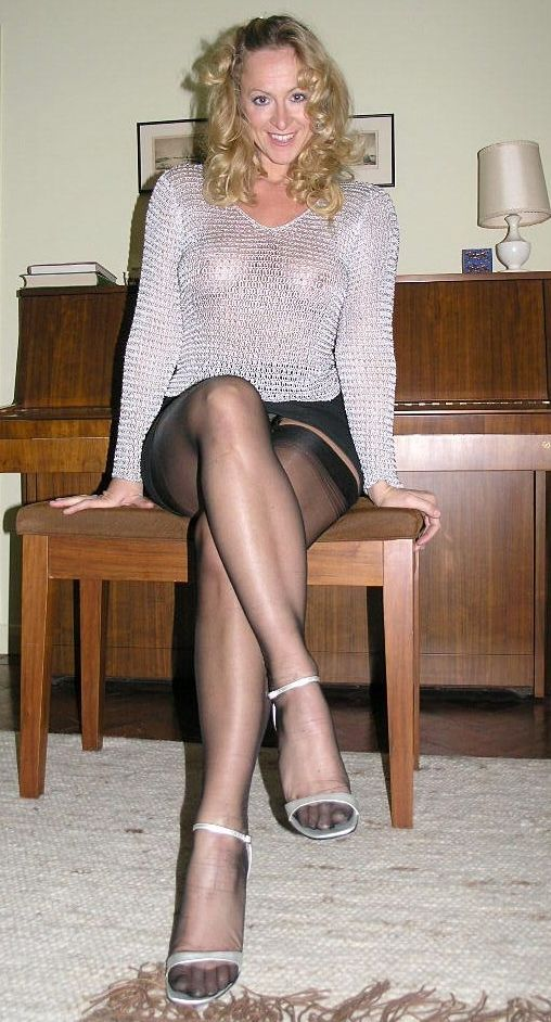 Nylons stockings leg show