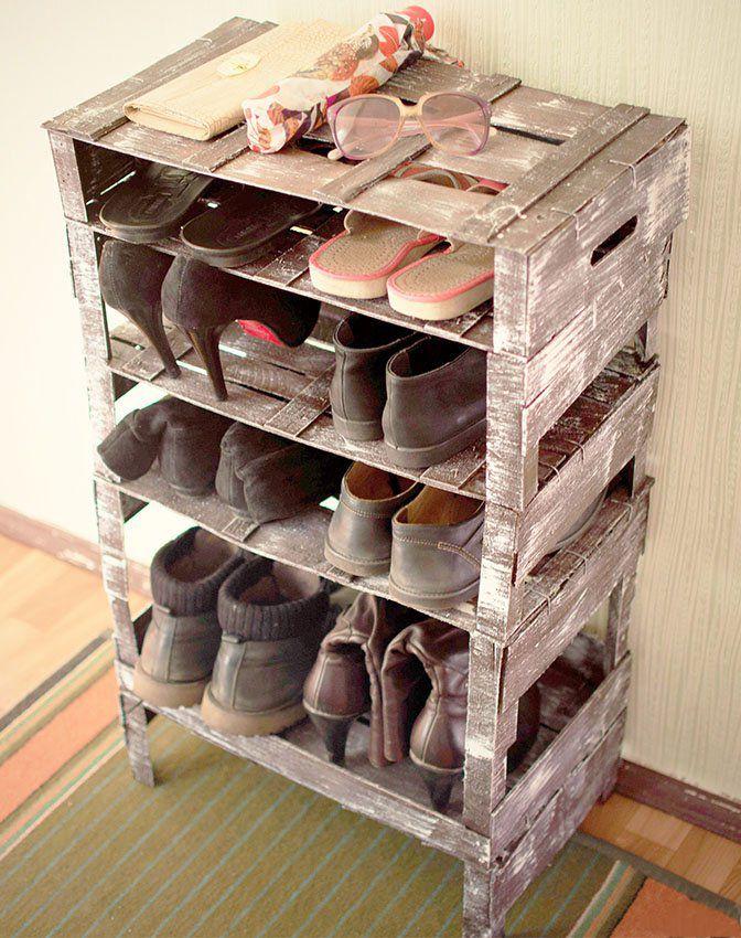 Полки для обуви в прихожую: 70 потрясающих идей для коридора своими руками http://happymodern.ru/polki-dlya-obuvi-v-prixozhuyu-svoimi-rukami-foto/ Полка в коридоре из ящиков с эффектом состаривания