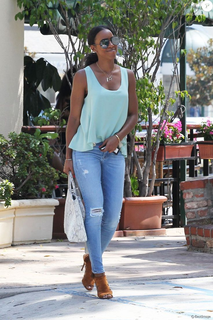 Kelly Rowland à la sortie du Cafe Med à Los Angeles, Californie, le 29 juin 2016.