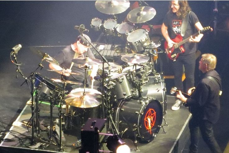 Neil Peart's R40 Retro drums | SKINZ EATING BACTERIA ...