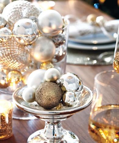 oh holiday: Christmasdecor, Idea, Christmas Tables, Holidays, Christmas Decor, Christmas Ornaments, Centerpieces, Gold Christmas, Tables Decor