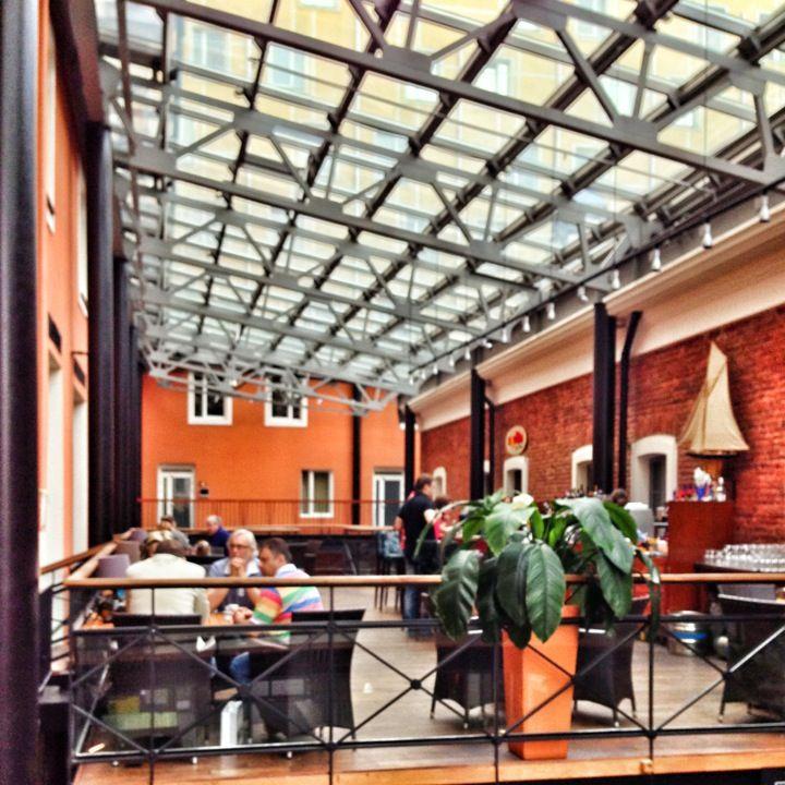Valoisat ja ilmavat kahvilatilat Solo Sokos Hotel Palace Bridgessä - paikassa Санкт-Петербург