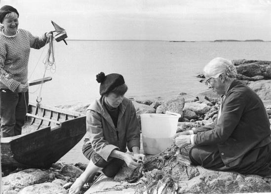 Tuulikki Pietilä (Too-Ticky), Tove Jansson and Signe Hammarsten-Jansson on the island of Klovharu, 1958. Photo by Alf Lidman.