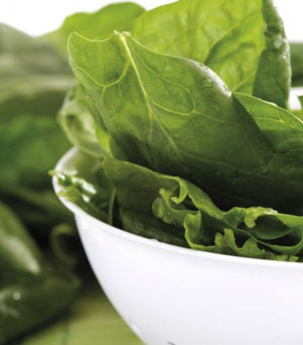 Anti-ageing tips  Spinach      This leafy vegetable is rich in an antioxidant called lutein, which is not only great for preventing wrinkles by helping your skin to retain its moisture and elasticity, but also has high levels of vitamins K and C, which help reduce dark circles under your eyes by boosting circulation and strengthening capillary walls.