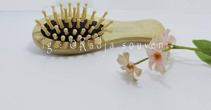 Selamat siang kakaa �� ada yang murah dan lucu lucu nih  Sisir ( kemasan tile ) Harga : Rp. 3.500  Minat?  Info/Order : WA/tlp/sms : 0859 3007 3482 BBM : D57DBEF4  #souvenir #souvenirs #souvenirnikah #souvenirmurah #souvenirgrosir #souvenireceran #souvenirwedding #souvenirpernikahan #souvenirunik #souvenirmug #souvenirtas #souvenirjogja #souvenirsolo #souvenirmalioboro #souvenirberingharjo #souvenirmester #souvenirasemka #souvenirjatinegara #souvenirbekasi #souvenirindonesia #wedding #gift…