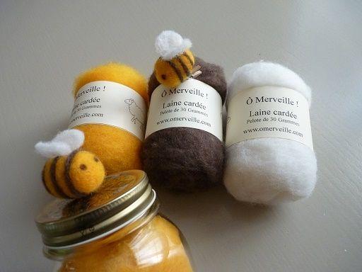 Ô Merveille ! vous propose une vidéo tuto pour réaliser de petites abeilles en laine feutrée selon la technique du feutrage à l'aiguille. http://www.omerveille.com/pages/diy-tuto/petite-abeille-en-laine-cardee.html