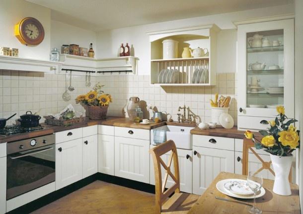 Landelijke keukens   Gezellige landelijke woonkeuken met houten werkblad van Dekker. Door Karin