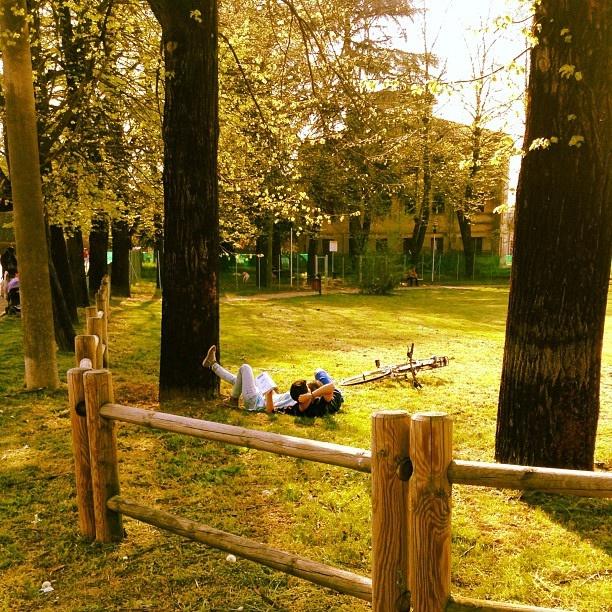 @ViviSostenibile Bici e letture di primo mattino...beati. Buongiorno! by Turismo Emilia Romagna, via Flickr