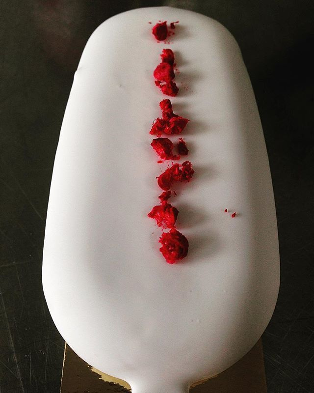 DETAIL - new magnum Vanilla From Bora-Bora & Raspberries sorbet coated in White Chocolate #raspberries#magnums#vanilla#alainabel#ivoire#whitechocolate#pierregeronimi