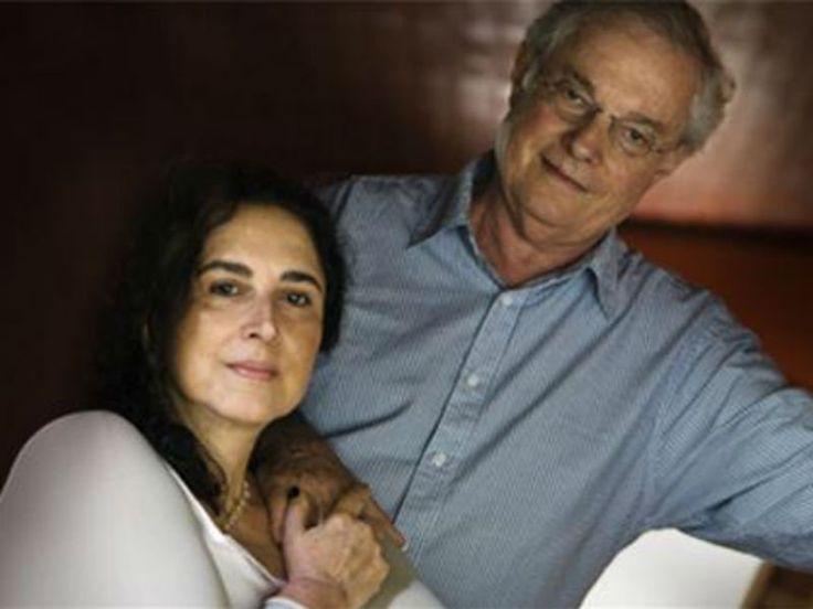 """Parceiro de Vinícius de Moraes desde os anos 1960 , quando compuseram juntos """"Sem Mais Adeus"""", Francis Hime deixa de lado seu repertório autoral para homenagear seu parceiro que faria 100 anos em outubro de 2013, em um show apresentado ao lado de sua esposa Olivia Hime."""