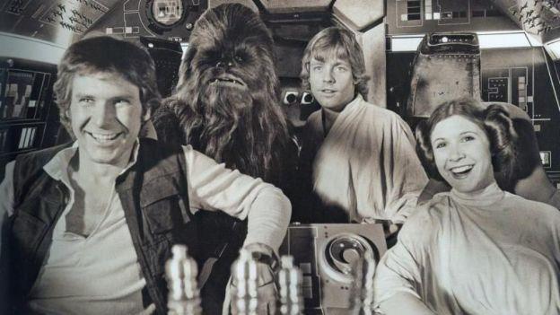 El actor Peter Mayhew, que interpretó a Chewbacca en la popular saga, publicó en su cuenta de Twitter, @TheWookieRoars, imágenes poco conoci...