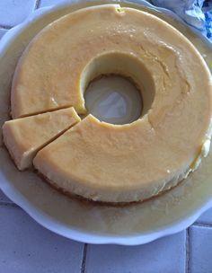 Paris Deauville - Flan vanille caramel un peu pâtissier,  dont les blancs d'oeufs sont montés en meringue.