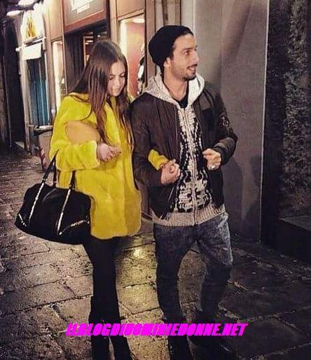 L'ex tronista di Uomini e donne Jonas Berami e la sua scelta Rama Lila Giustini a Uomini e donne sono in viaggio a Napoli dopo la scelta ecco una foto che li ritrae appunto insieme
