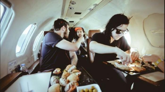 Makanan Sisa Penumpang Pesawat - Ini Ide Kreatif dan Sangat Brilian Biar Tak…
