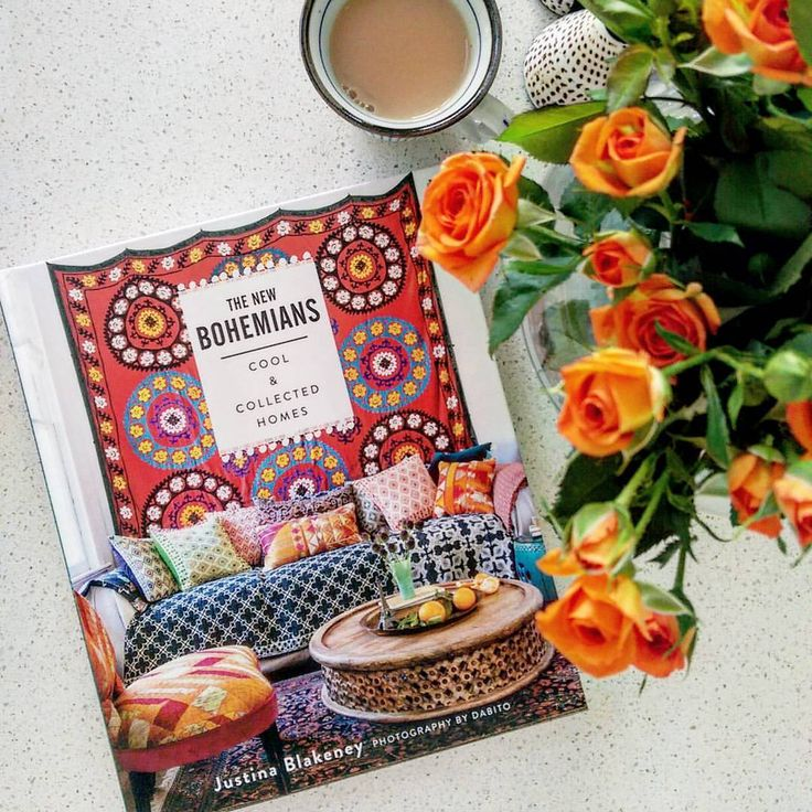 Finally an extended tea break with my new arrival. Such a beautiful book by @justinablakeney.  #thenewbohemians #coffeetablebook #teatime #mystyle #bohochic #modernboho #flowersmakemehappy