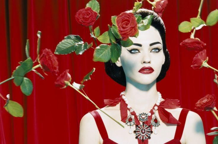 NOIR FAÇADE - The place for fashion editorials. - Diva | Sasha Pivovarova by Miles Aldridge for Numéro No. 66 September 2005