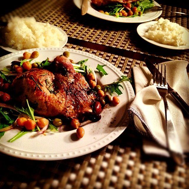 今週もあと2日、後半戦は体力回復で豚肉の出番。 チビたちは豆がお気に入りらしくて、小さな指で一つずつ摘まんでは、口に頬張ってた♥ - 214件のもぐもぐ - lemon & rosemary pork with chickpea mizuna salad クイックレシピ、 豚肉のレモン&ローズマリー風味 まめまめサラダ添え by Yuka Nakata