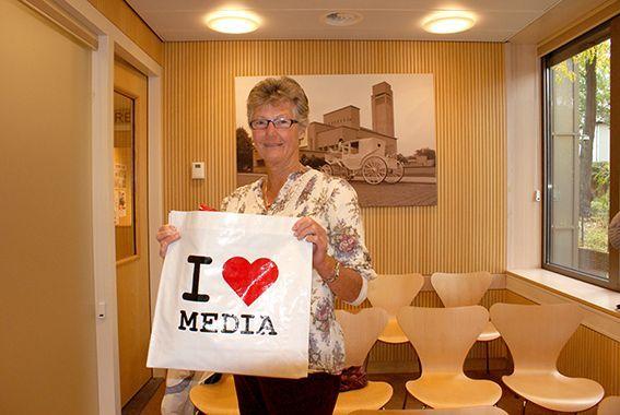Ineke van Loon, winnares van de fotowedstrijd #ikneemmee, nam op dinsdag 15 oktober haar prijs in ontvangst.