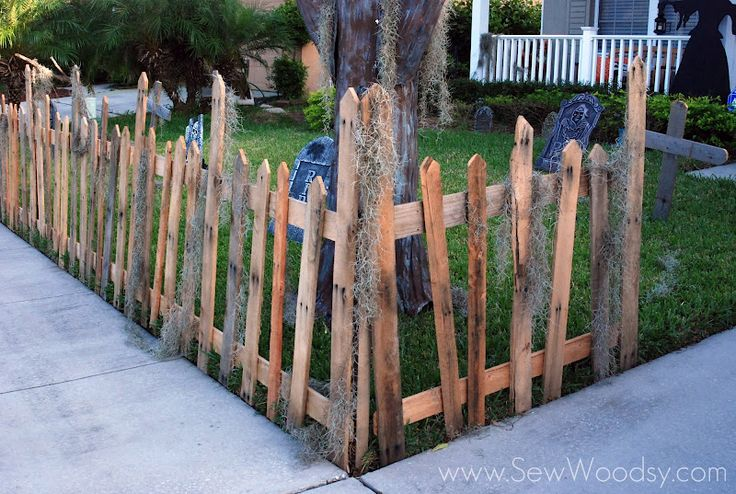 Halloween Wood Pallet Fence                                                                                                                                                     More