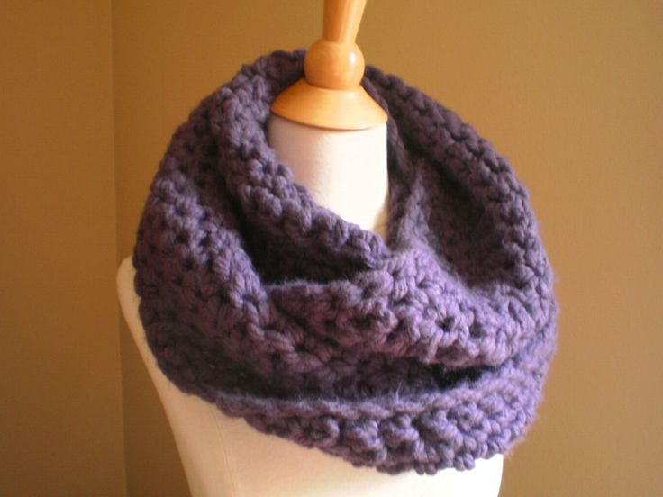 Easy crochet infinity scarf.     http://handmadebyannepotter.wordpress.com/2011/11/10/soho-crocheted-bulky-cowl-pattern/