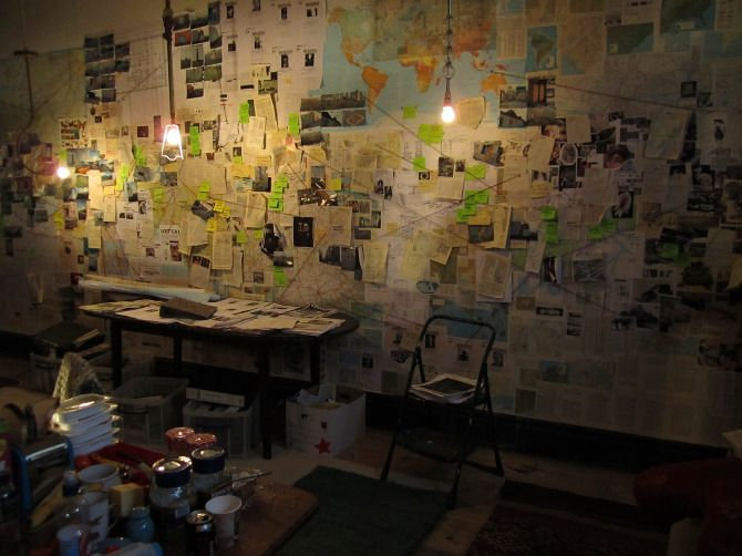 THIS. Walls of newspaper clippings, maps, pictures of random people, thumb tacks, string