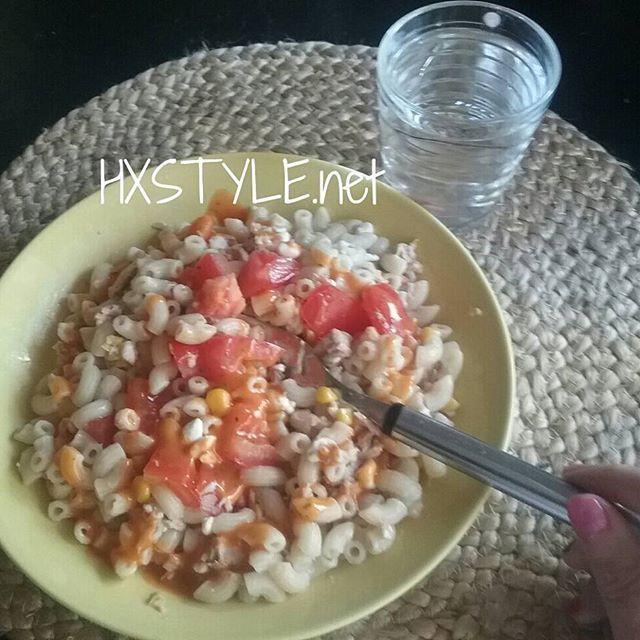 RUOKA, KESÄ. Kevyttä Ruokaa, Ruokaisat Salaatit. KOTIMAISET&Herkulliset Kasvikset, Uudet Perunat, Tomaatit jne...Minä&PERHE. Tykkää Makaroni-tonnikla jne salaatista. Sinä? SUOSIKKI? Kastikkeet lisäksi, maistuu salaattikin paremmin myös minulle. HYMY  #blogi #elämäntapa #terveellinen #blogi #ruoka #kesä #juoma #vesi #smoothie #kevyt #suosikki❤☺
