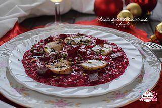 Ciao a tutti! Nuova ricetta per il menù di Natale, è il mio Risotto light alla barbabietola e funghi! Un risotto speciale, dal sapore particolare ma come potrete vedere anche dal colore particolare… f
