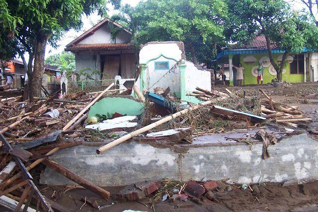 Bencana Garut : Video Detik-Detik Banjir Bandang Menerjang Garut