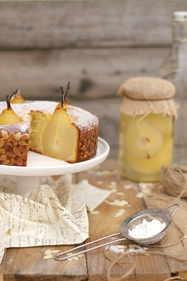 Marzipan cake with pears in white wine and vanilla - having an almond allergy I would never follow this recipe but ... doesn't it look amazing! I'm sure I can work with the idea to make an impressive pear cake/dessert