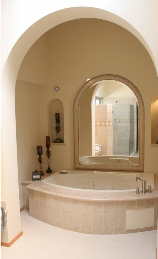 tub mirror, tub room, tub arched ceiling