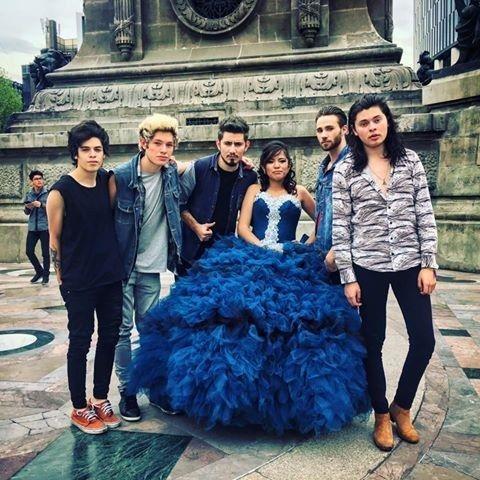 Pero a partir de 2012, una nueva camada de tributos se convirtió en el talento oficial de todas las fiestas de XV en el país. | Necesitamos hablar sobre los One Direction y Justin Bieber mexicanos